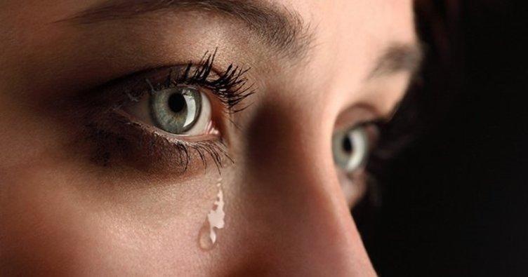 Rüyada ağlamak ne demek? Rüyada sevdiğin birinin ağladığını görmek, ağlayan birini teselli etmek rüya tabirleri