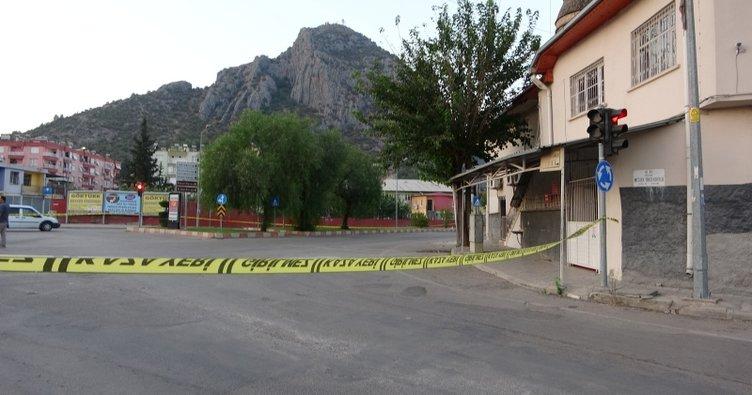 Adana'da oto galeriye Kalaşnikoflu saldırı: 2 yaralı