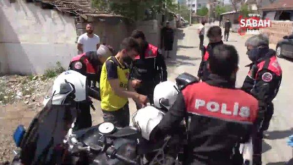Çaldığı 30 bin TL ve altın dolu poşetle koşarken devriye gezen polis ekibinin önüne düştü | Video