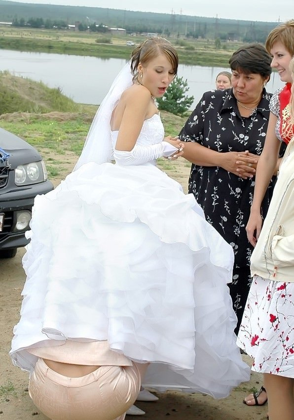 pod-yubkoy-na-svadbe-u-nevesti