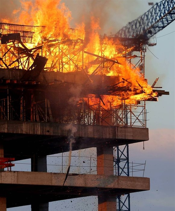 AVM inşaatında yangın