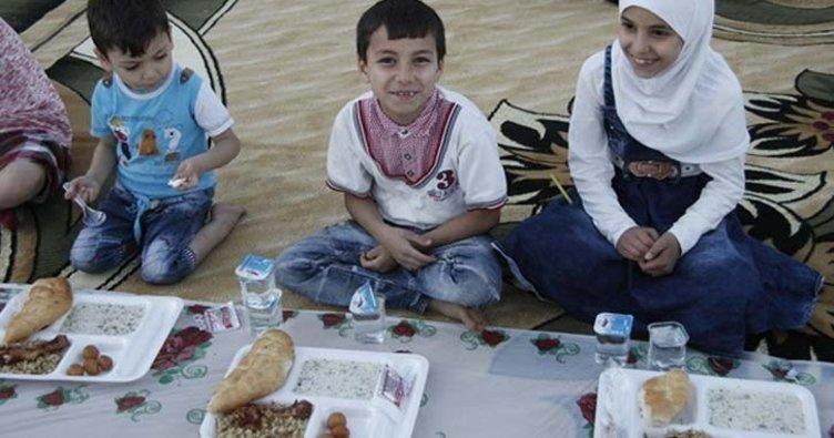 Suriyeli yetimler iftar yemeğinde buluştu