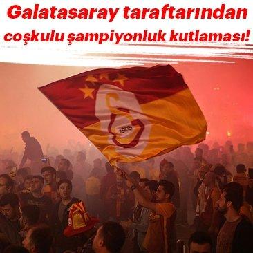 Galatasaray taraftarı şampiyonluğu İstiklal Caddesi'nde kutladı