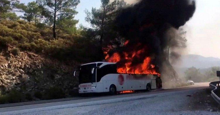 Yolcu otobüsü cayır cayır yandı!