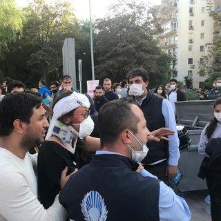 İzmir'den son dakika deprem görüntüleri! Enkazdan kurtulunca gözyaşlarına boğuldular