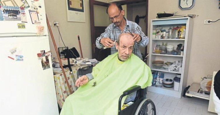 Karesi'deki yaşlılar bayrama şık giriyor