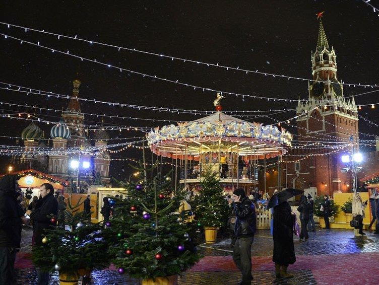 Moskova Kızıl meydanda Noel fuarı