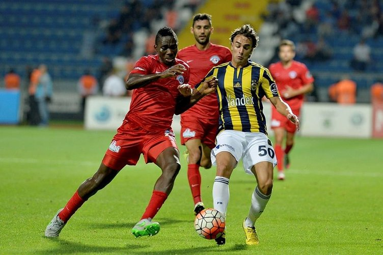Fenerbahçeli futbolcudan şok karar