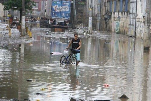 Şiddetli yağış Rio'yu vurdu