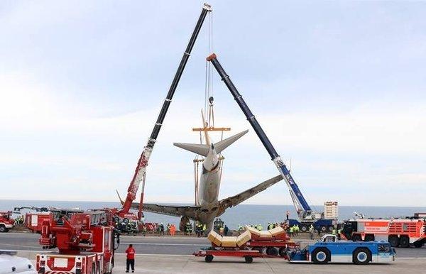 Pistten çıkan uçağın kurtarılma maliyeti açıklandı
