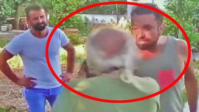 Son dakika haberi: Ünlü Şarkıcı Halil Sezai 67 yaşındaki adamı tekme tokat feci şekilde böyle dövdü   Video