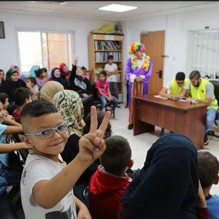 Kudüslü çocuklar bayramlıklarına kavuştu