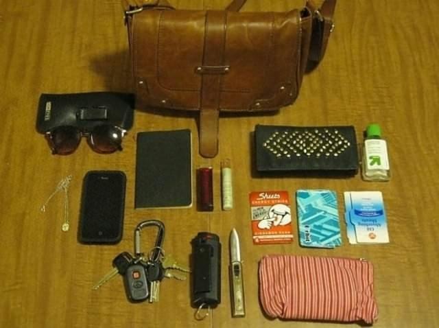 İnsanlar çantalarında ne taşır?