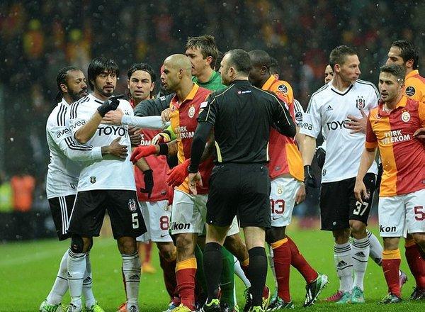Sneijder ve Quaresma kavga eder