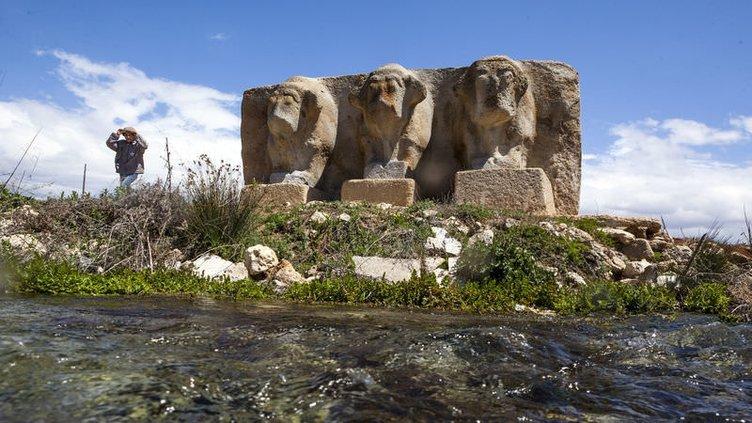 Eflatunpınar Kaya Anıtı