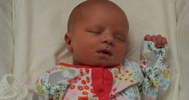 5 günlük bebeğe şok saldırı! Yüzünü yumrukladı...