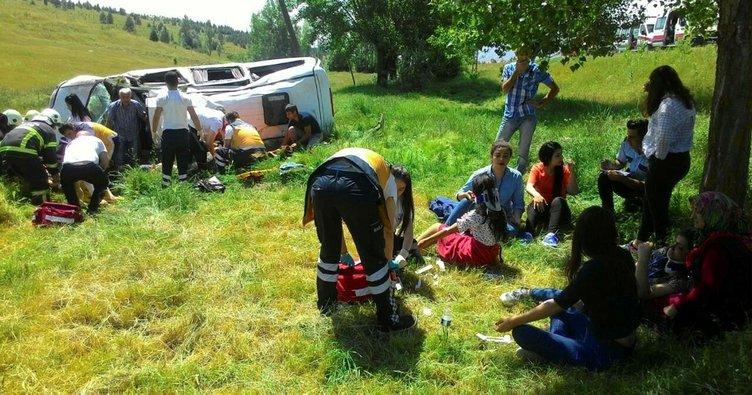 Kütahya'da minibüs devrildi: 10 yaralı!