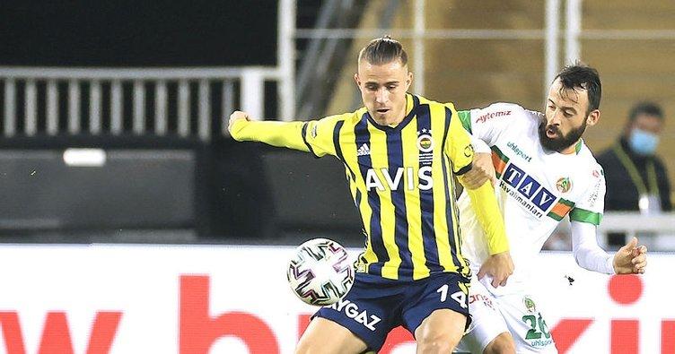 Fenerbahçe zorlu maçta Alanyaspor'u mağlup etti! Erol Bulut'tan Mesut Özil sözleri...