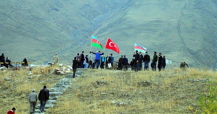 Ağrı Dağı'nda 'Cumhuriyet Yürüyüşü'