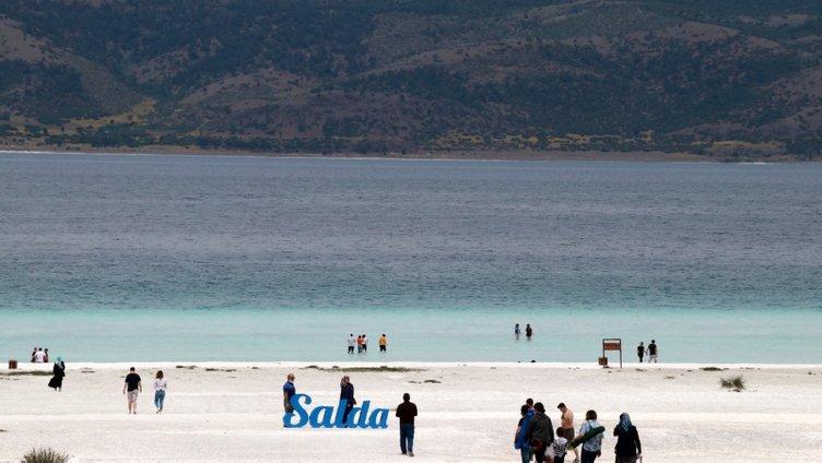 Salda Gölü'ne ziyaretçi akını!