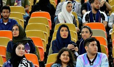 Suudi Arabistan'da oynanan Juventus-Milan maçına kadın taraftarlar damga vurdu
