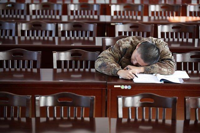 Uyuyan Çinli Askerler