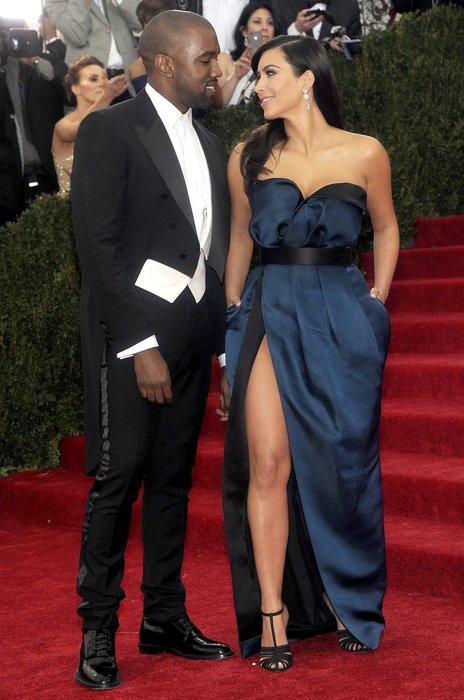 Kanye West elleri kelepçelenerek hastaneye kaldırıldı