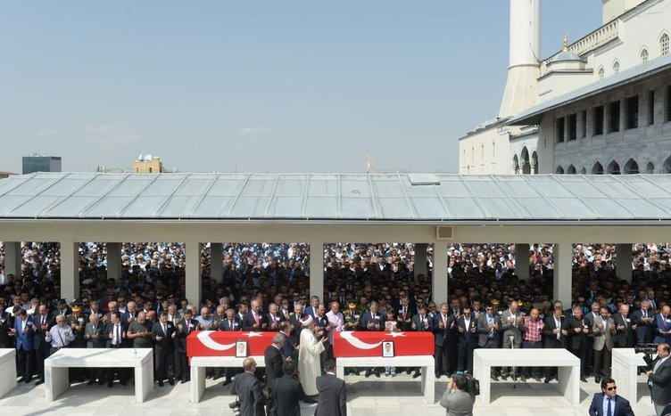 Şehit polisleri devletin üst kademesi uğurladı