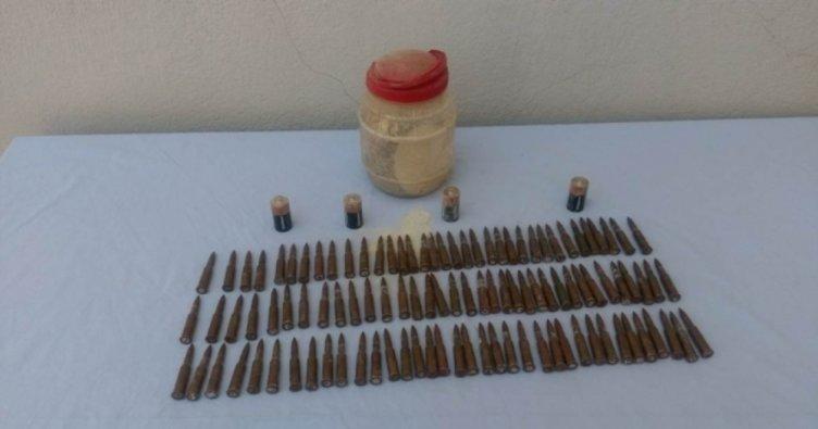 106 adet silah mühimmatı kaya kovuğuna gizlemişler