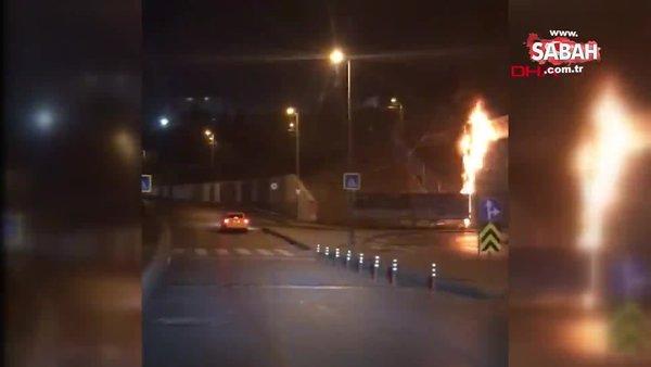 İstanbul Bayrampaşa'da metro köprüsünün dekoru alev alev yandı   Video
