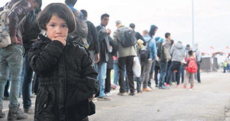 Yunanistan'dan şimdi de insanlığa duvar