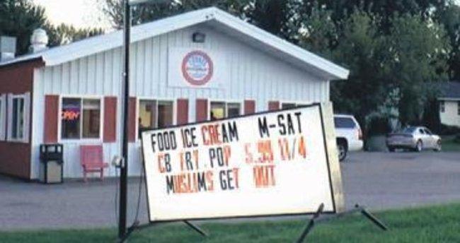 ABD'de 'Müslümanlar dışarı' panosu asıldı