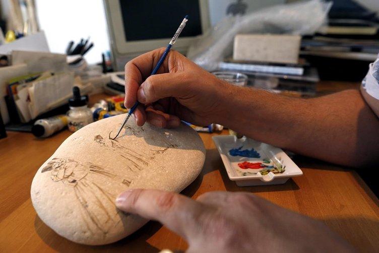 Lübnanlı ressam Osmanlı geleneği ve Sufiliği taşa nakşediyor