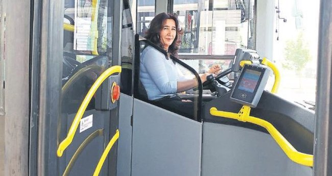 Eşinden boşandı otobüs şoförü oldu