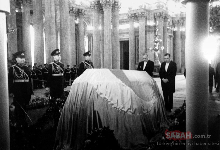 Atatürk'ün vefatında yüz binler Dolmabahçe'ye koştu