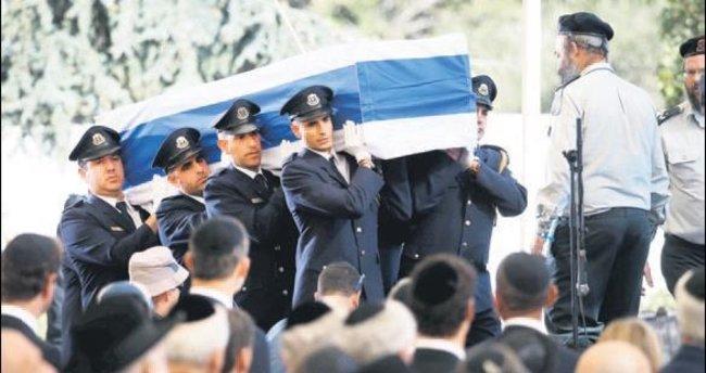 Peres toprağa verildi