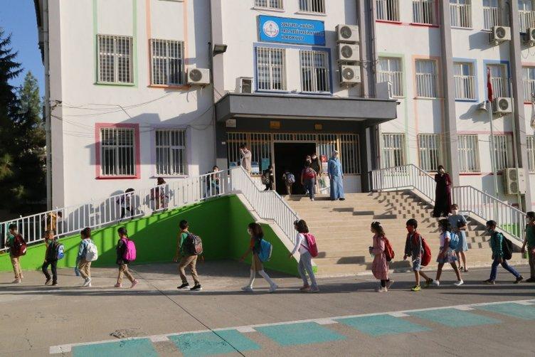 Son dakika haberi: Yüz yüze eğitim için okula koştular! Dikkat çeken kareler...