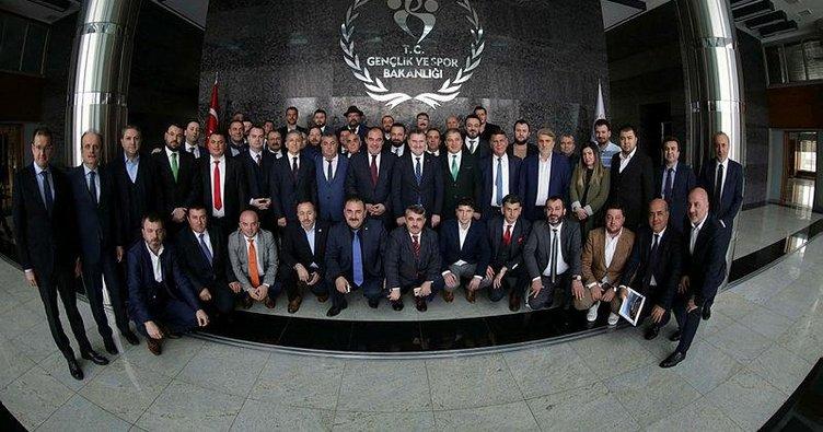 Bakan Osman Aşkın Bak ve 90 başkan yan yana