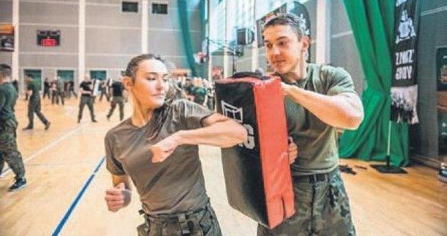Kadınlara ordudan bedava dövüş dersi