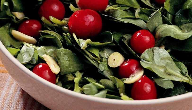 Sarımsaklı Semizotu Salatası
