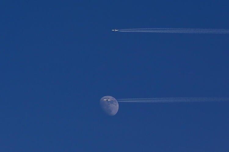 SON DAKİKA HABERLER: O yolcu uçağı ile ilgili korkunç iddia! Lazer silahıyla düşürüldü