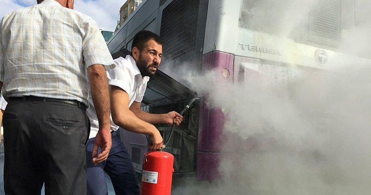 Seyir halindeki özel halk otobüsünde yangın