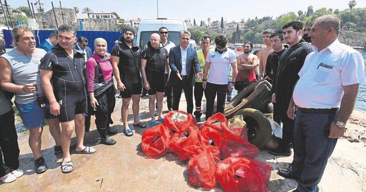 Denizi çöple doldurduk
