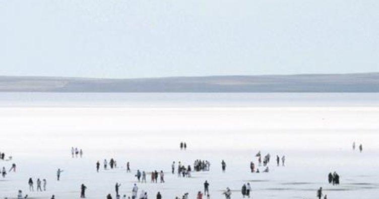 Kurban Bayramı'nda Tuz Gölü'ne yoğun ilgi
