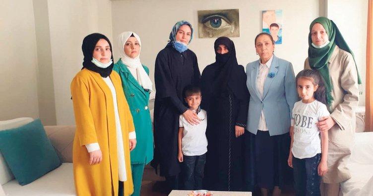 Yasin Börü'nün annesine bayram ziyareti