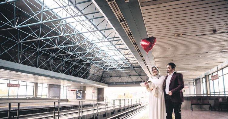Metro istayonunda sürpriz evlilik teklifi