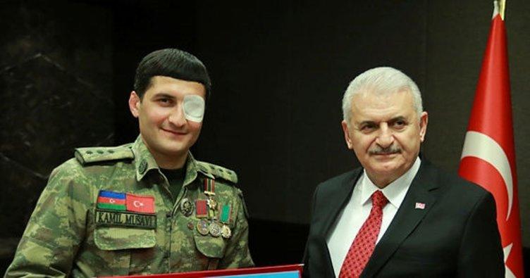 Başbakan Yıldırım, Karabağ gazisiyle görüştü