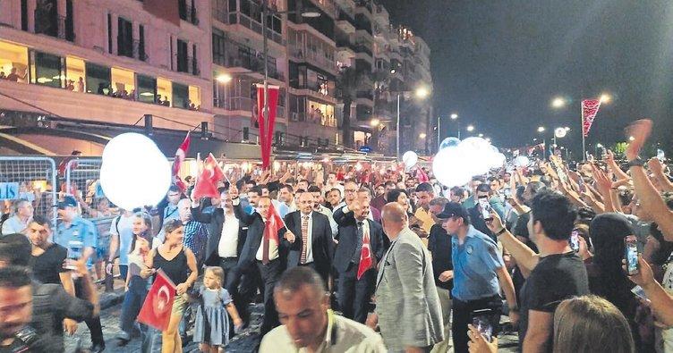 İzmir doğum gününü kutladı
