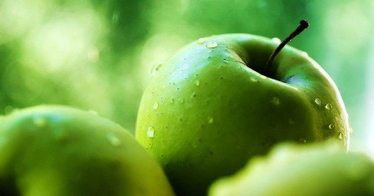 Tuz serpilmiş 1 dilim yeşil elma o sorunu ortadan kaldırıyor