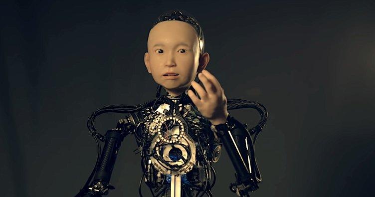 Japonya'da 10 yaşında çocuğa benzeyen robot!